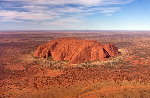 800px-Uluru,_helicopter_view,_croped.jpg