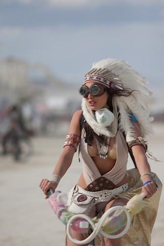 Coachella-vibe-woman-with-Native-Marican-headdress-at-Burning-Man-2015-683x1024.jpg