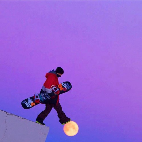 snowboarder-walking-on-moon-perfect-timing.jpg
