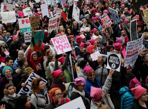 marche-des-femmes-gros-succes-pour-le-mouvement-de-contestation-anti-trump-video.jpg